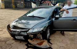 Embriagado homem dorme ao volante e provoca acidente no centro de AF